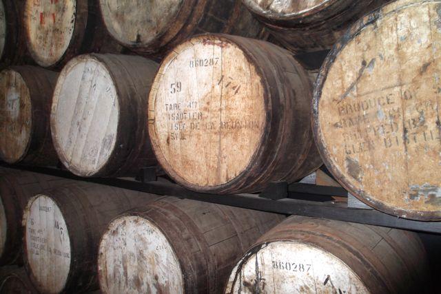 De jolis fûts de rhum de la distillerie Isautier, île de la Réunion