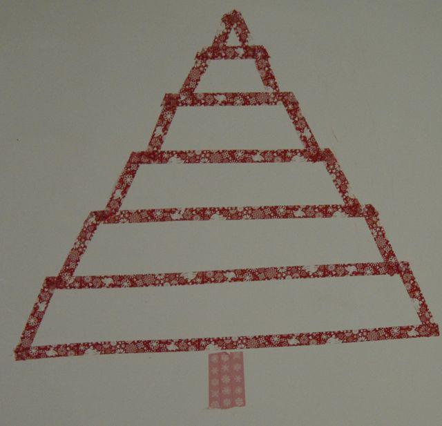 Nouvelle tentative pour tenter de réussir un sapin de Noël en masking tape