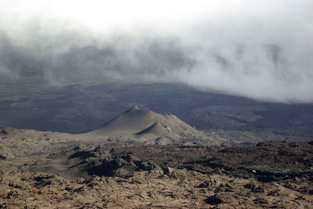 Encore des cheminées, signes de l'activité du volcan