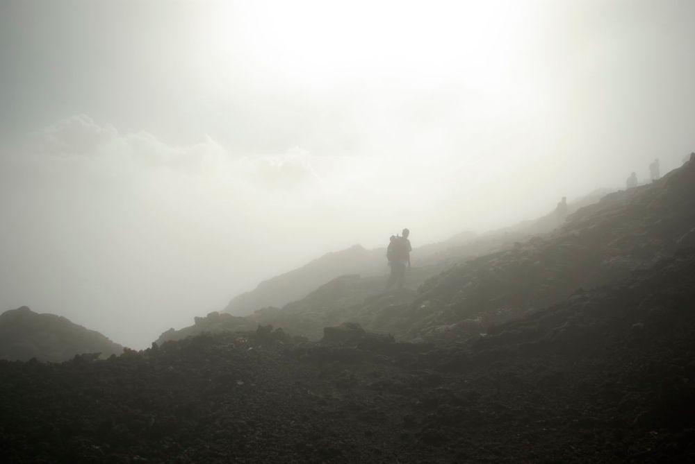 Des nuages sur le chemin de la Fournaise