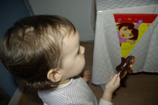anniversairedeuxansdora-cake pop bonhomme