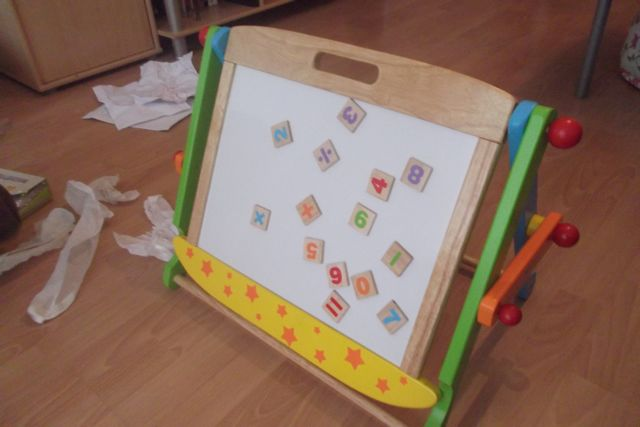 jouetsenbois-Le tableau double face monté et prêt à être utilisé
