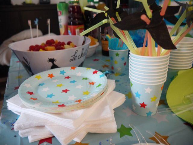"""Une déco de table avec étoiles pour une baby shower """"it""""s a boy"""""""