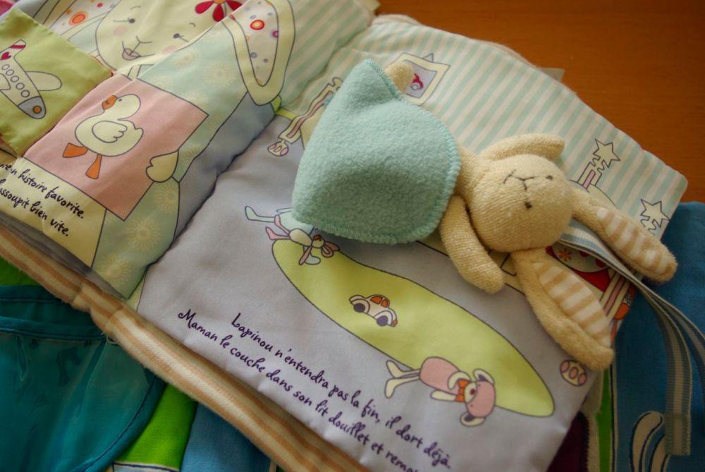 livre en tissu pour éveiller bébé