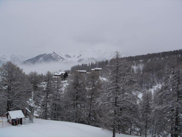 montagnes-neige-nuageux