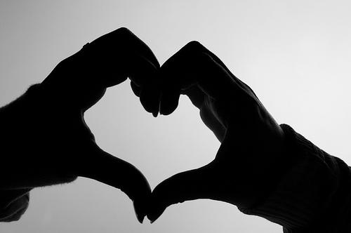 Quand deux mains forment un coeur