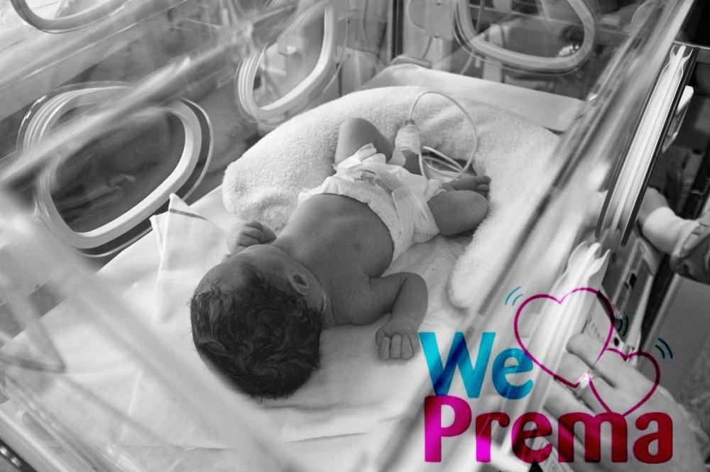 Bebe prématuré en couveuse - opération we love prema