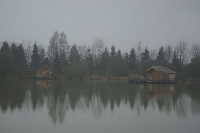 cabane-pressac vue sur le village flottant